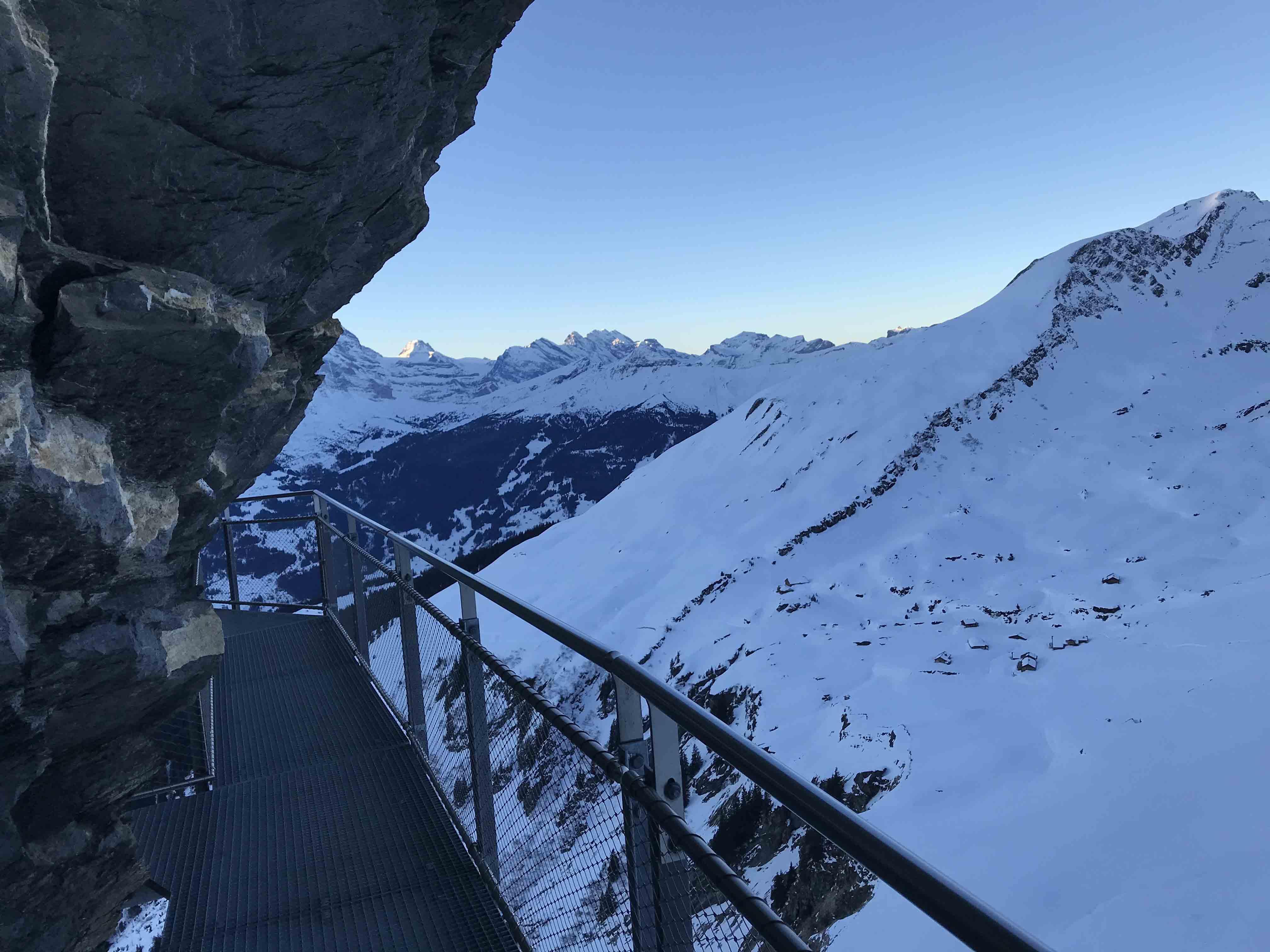 Ferienwohnung Chalet Anemone Grindelwald-First Cliff Walk am felsen